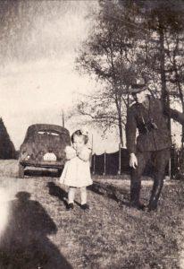 Zita und Vater Leo Hönen 1943